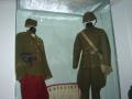 Uniformy důstojníka a vojína Československé armády